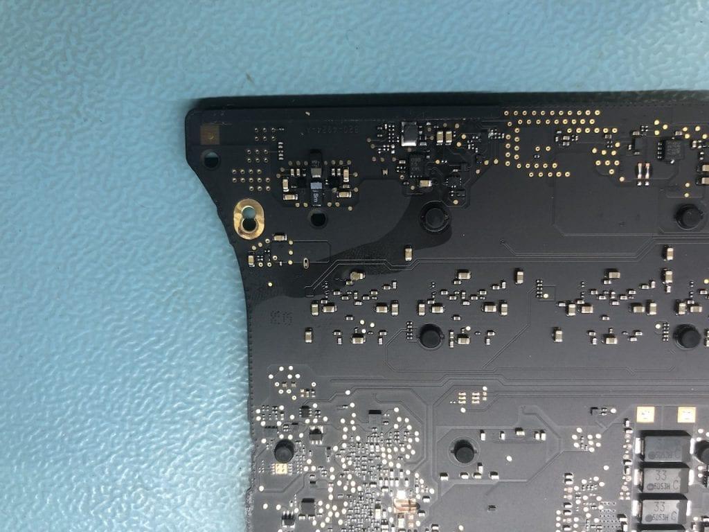 oprava základní desky macbook