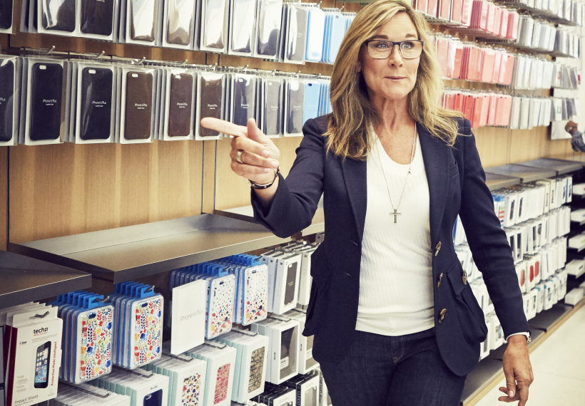 Angela Ahrendts produkty v Apple Store